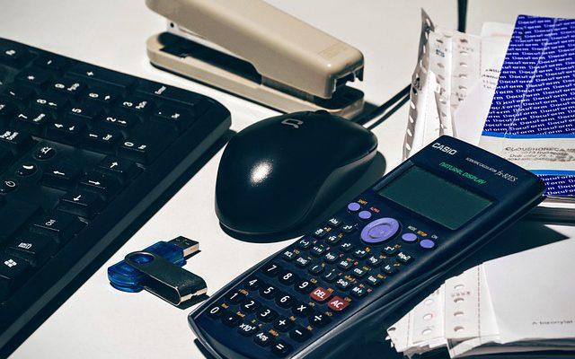 kalkulator, pendrive, klawiatura